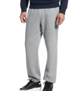 Gear for the weekend warrior. Go ahead and get comfortable -- it's easy with these fleece pants from Nautica.