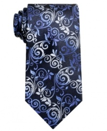 Smart and elegant, this patterned tie from Alfani is the perfect complement to a refined outfit.